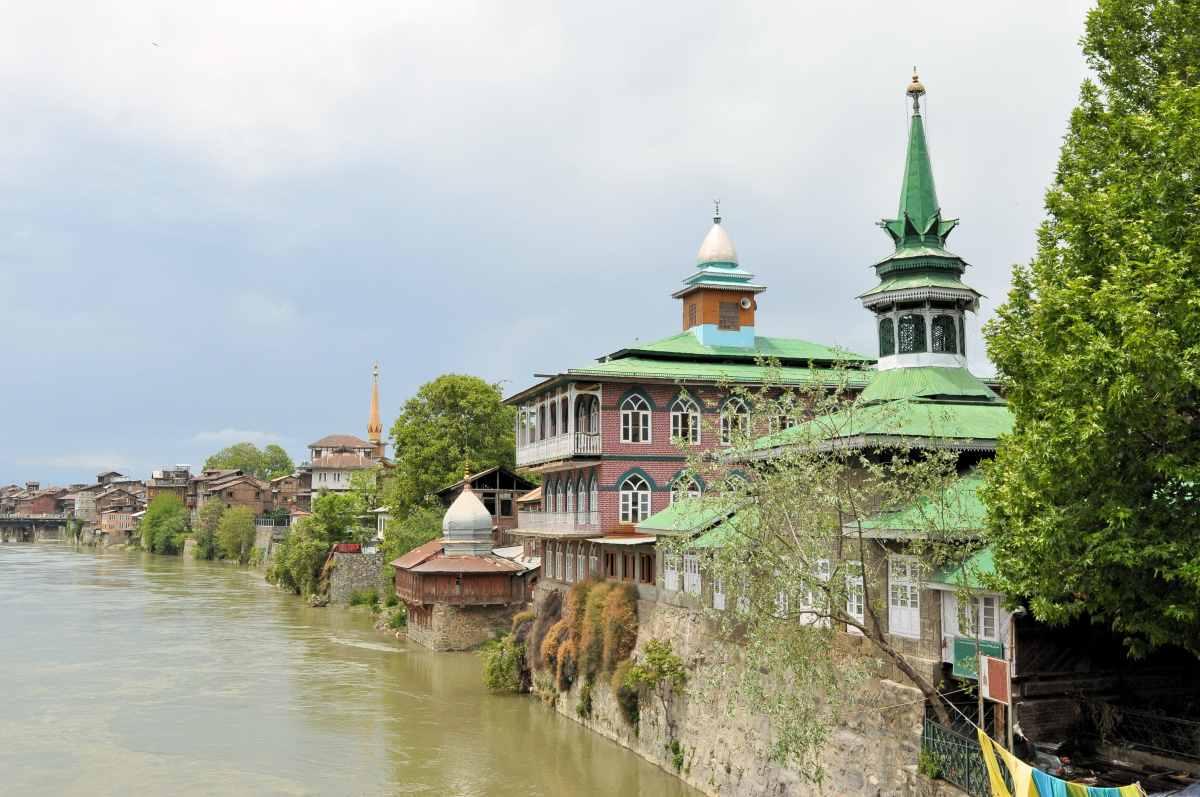 מסגדים ב בנהר ג'לום בסרינגר קשמיר